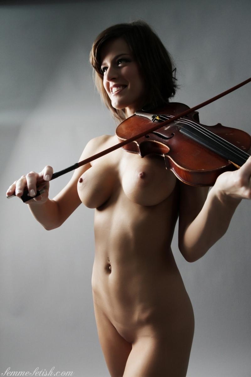 Фото порно скрипачка 19 фотография
